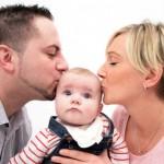 Eltern mit Baby Foto: Alexandra H./pixelio.de
